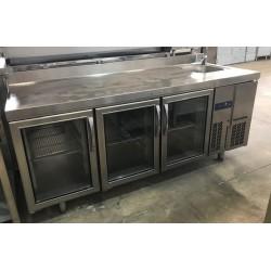 Mesa refrigerada Infrico con fregadero