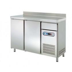 Mesas refrigeradas frente mostrador