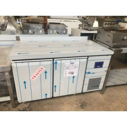 Mesa refrigerada de 2 puertas GN 1/1 , fondo 700 mm